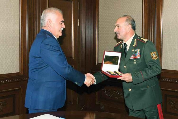 Vasif Talıbov Kərəm Mustafayevə general-polkovnik ali hərbi rütbəsini təqdim etdi