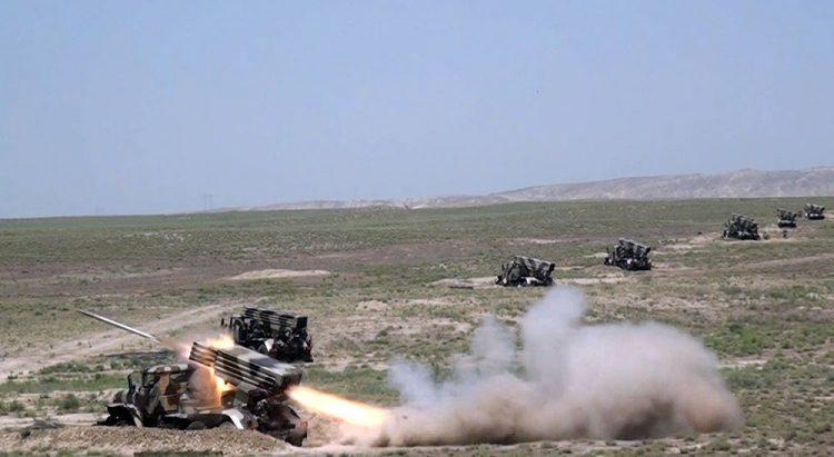 Artilleriya bölmələrinin döyüş atışlı təlimləri keçirilib