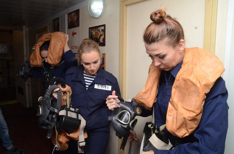 Rusiyanın Qara dəniz donanmasındakı patrul katerininin qadınlardan ibarət heyəti təlimlərdə – FOTO