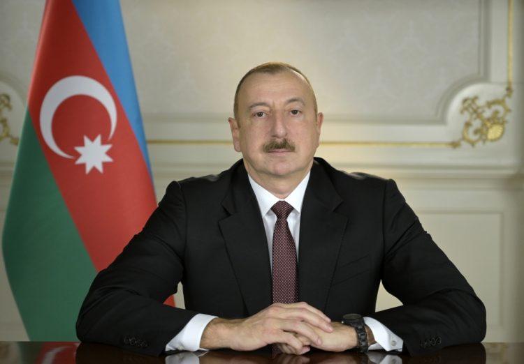 İlham Əliyev DSX rəisini Xudafərin körpüsündə Azərbaycan bayrağının qaldırılması münasibətilə təbrik edib