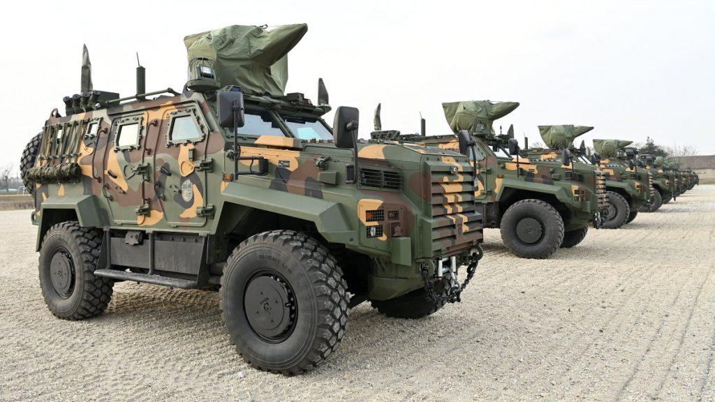 """Macarıstan Ordusu """"Əjdər Yalçın"""" zirehli maşınlarını silahlanmaya qəbul edib"""